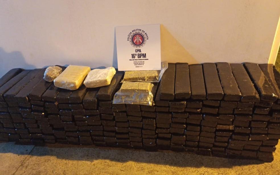 Polícia apreendeu 305 quilos de maconha prensada, em Serrinha — Foto: Divulgação/SSP-BA