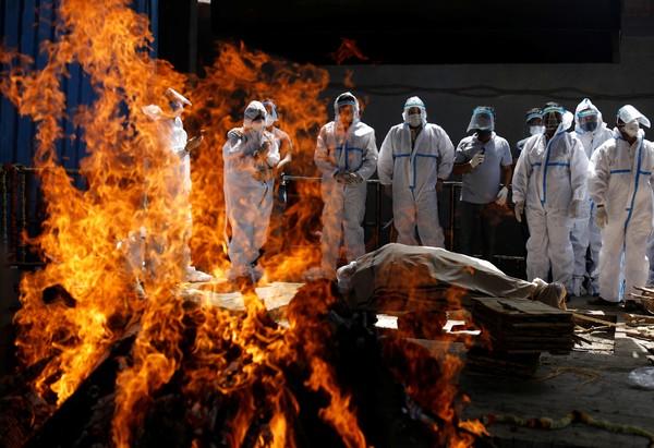 Índia tem pior dia da pandemia e sistema de saúde entra em colapso | Mundo  | G1