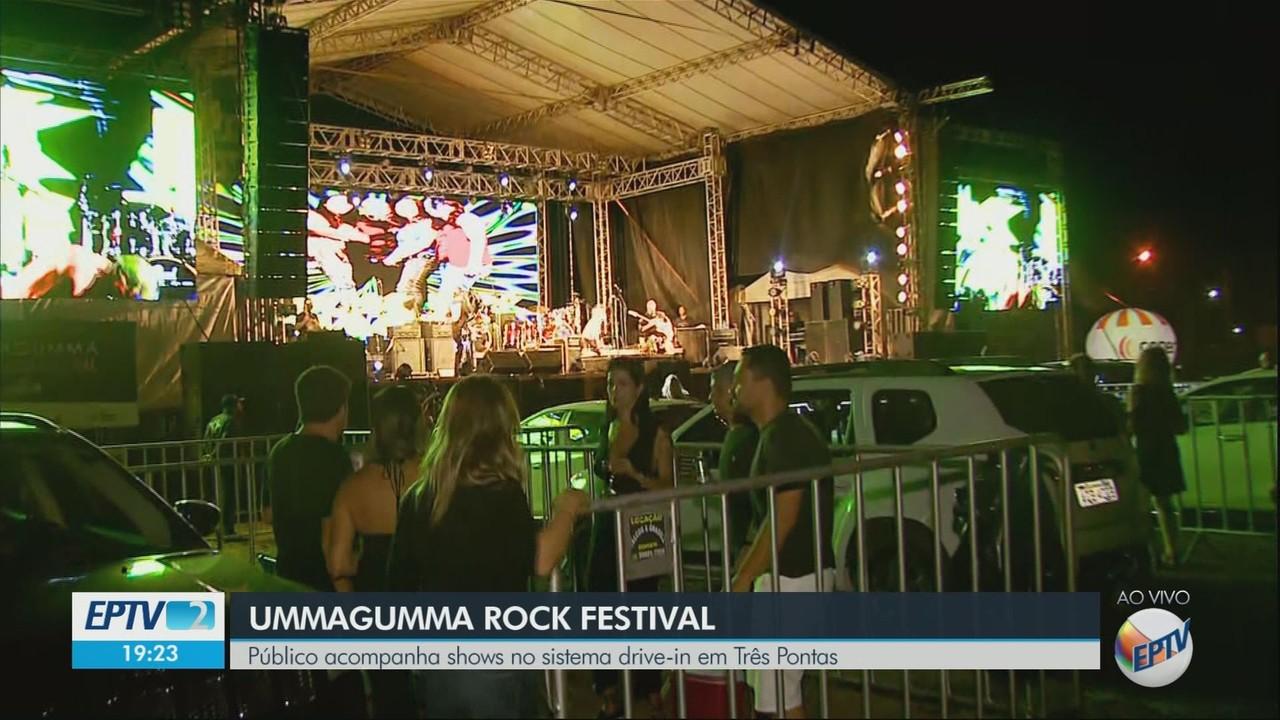 Público acompanha shows em festival de rock no sistema drive-in em Três Pontas, MG