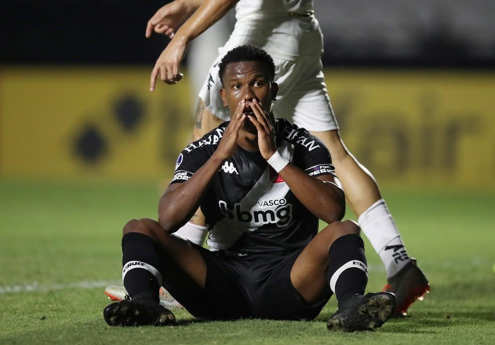 Vasco lamenta chance de gol perdida pelo Vasco — Foto: Reuters