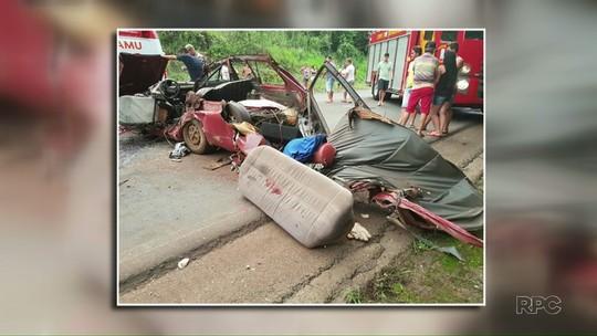 Ocupantes sobrevivem a acidente com carro que ficou destruído, no PR
