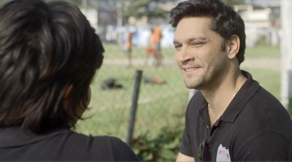Ionan fica sem graça com papo sobre filho (Foto: TV Globo)