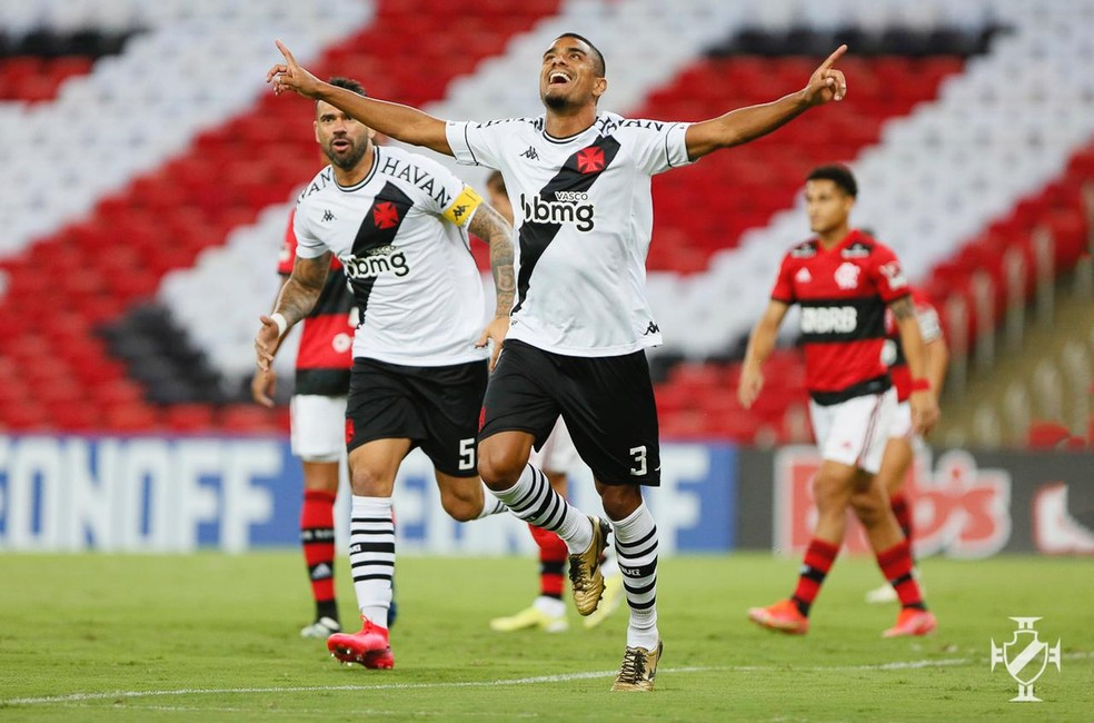 Léo Matos comemora gol de cabeça contra o Flamengo — Foto: Rafael Ribeiro/Vasco da Gama