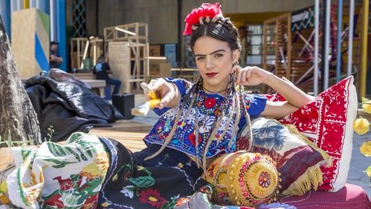Pally Siqueira faz ensaio à la Frida Kahlo