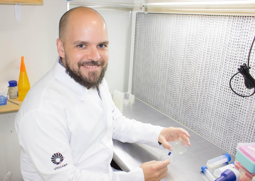 Pesquisa da Unicamp que estuda efeito de medicações em microRNAs causando efeitos benéficos na velhice é coordenada por Marcelo Mori. — Foto: Sarah Azoubel Lima/Divulgação