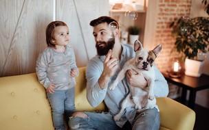Os benefícios da relação entre crianças e pets