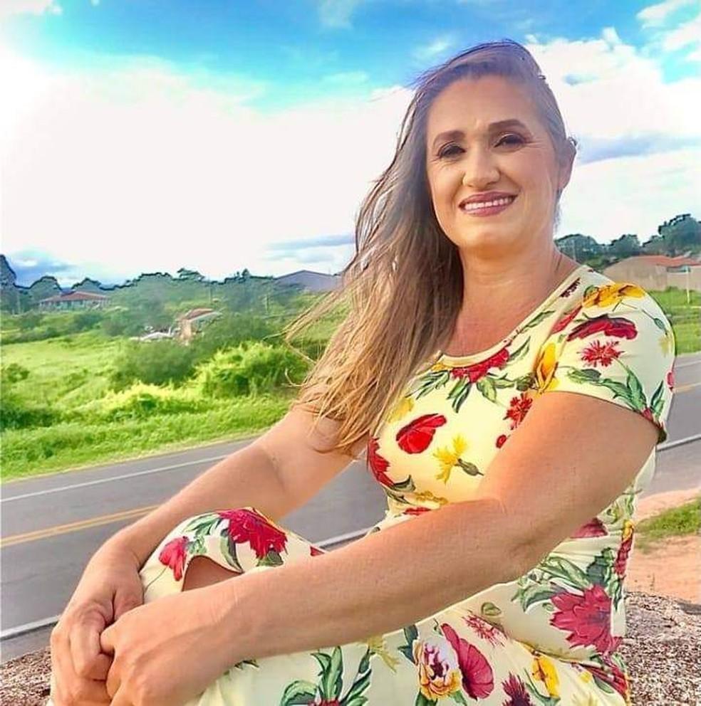Jenilda Bento, servidora municipal da educação de Dois Riachos que morreu atropelada quando fazia caminhada na BR-316 — Foto: Arquivo pessoal