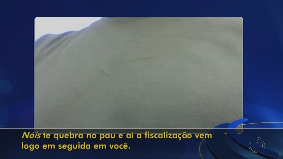 Homem que diz ser dono dos pontos paga 25% da venda aos ambulantes (Foto: Reprodução/TV TEM)