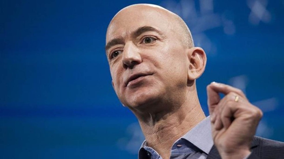 Fundador da Amazon, Bezos, além de ser considerado o homem mais rico do mundo, é dono do The Washington Post, jornal crítico do presidente  — Foto: Getty Images