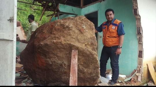 Deslizamento de pedra destrói casa no interior de Nova Venécia, ES