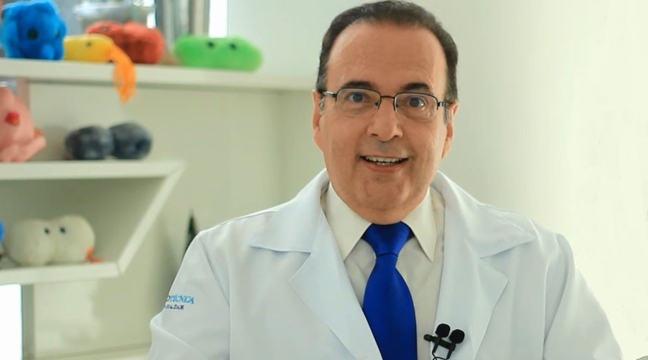 Roberto Martins Figueiredo é o Dr. Bactéria (Foto: Arquivo Pessoal)