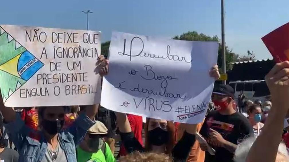 Manifestantes protestam contra o governo do presidente Bolsonaro — Foto: Arthur Guimarães / TV Globo