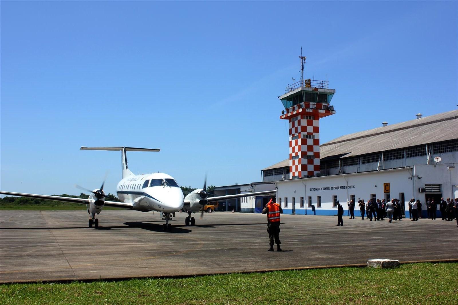Infraero firma contrato com Prefeitura e assume operação do aeroporto de Guarujá, SP