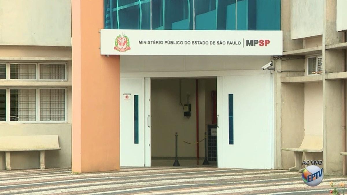 Prefeito de Paulínia, Dixon de Carvalho, e assessores são levados para depor no Ministério Público