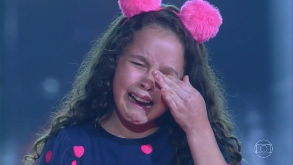 Lorena França passa para a próxima fase e se emociona no 'The Voice Kids'  — Foto: Globo