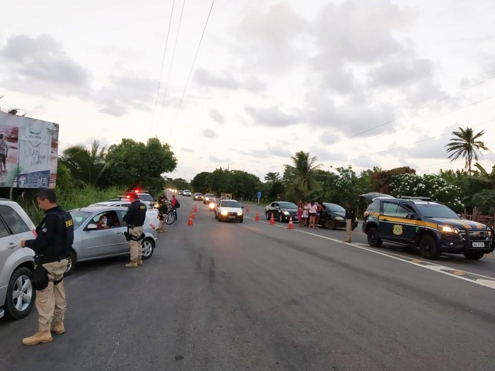 PRF tem intensificado a fiscalização da Lei Seca nas rodovias federais do RN — Foto: PRF