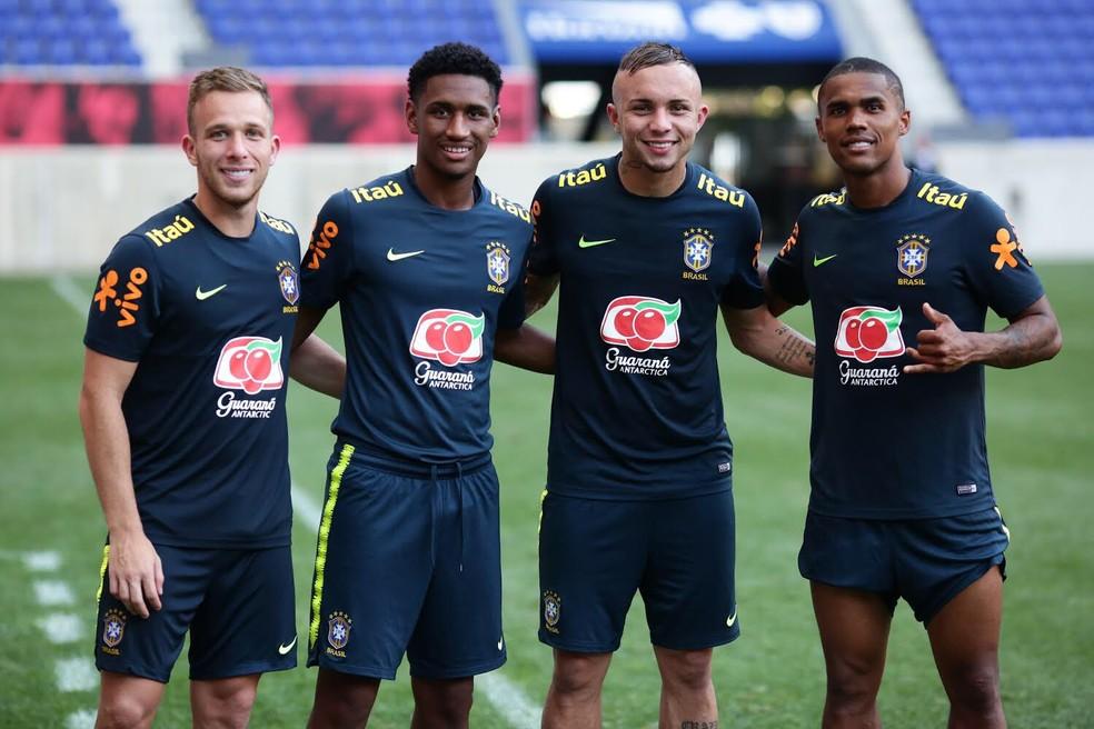 Arthur, Tetê, Everton e Douglas Costa, formados pelo Grêmo — Foto: Divulgação/Grêmio