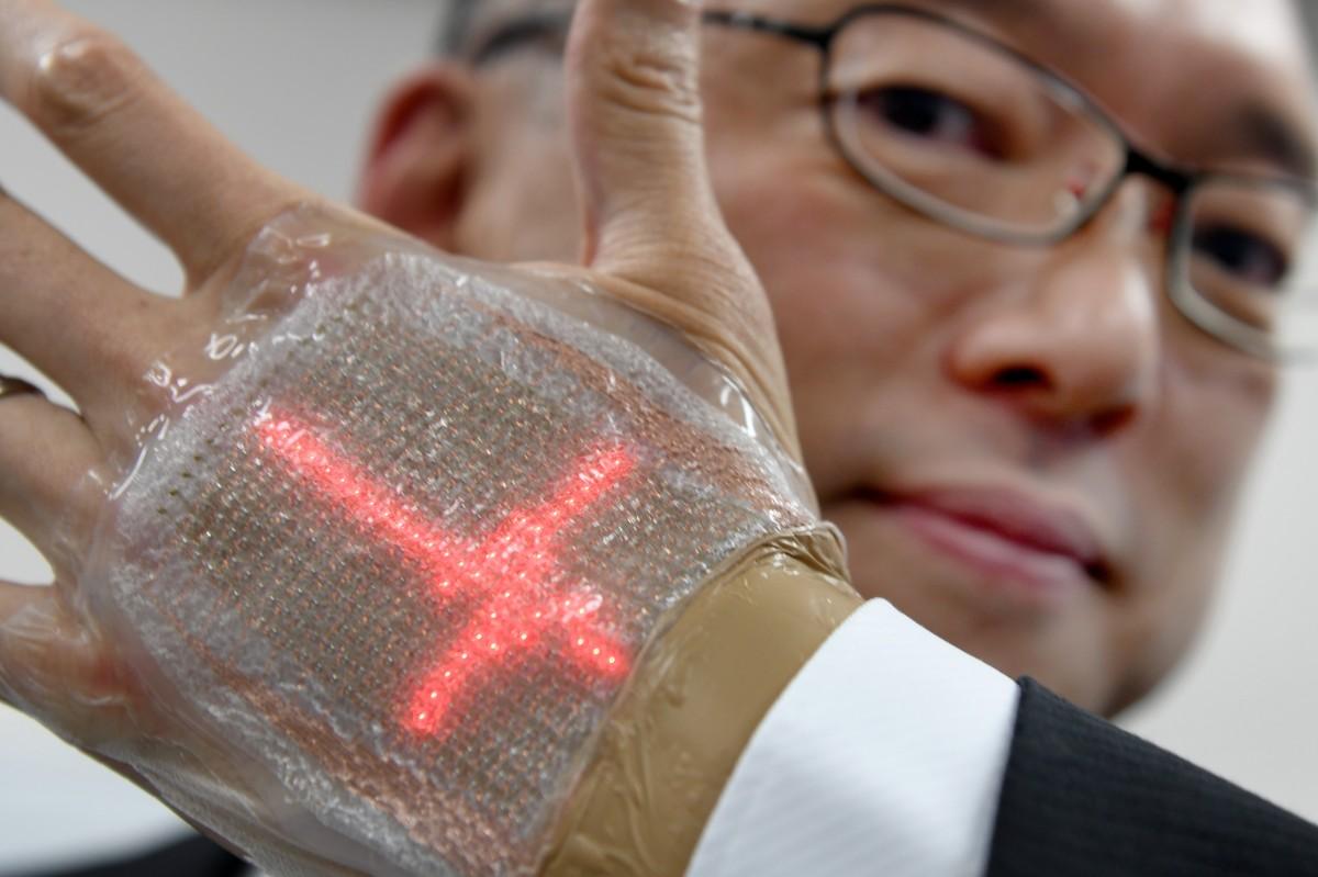 Japonês inventa tela de LED comparável a uma segunda pele