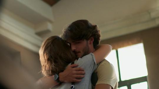 Penúltimo capítulo 'Malhação': Flávia leva Roger para centro de reabilitação