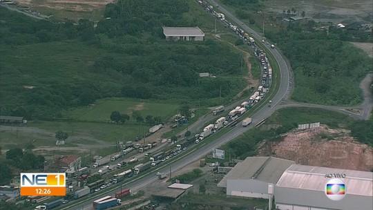 Interdição de viaduto da BR-101 complica o trânsito em Jaboatão dos Guararapes