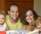 Gisele Delaia com o marido e os dois filhos | Arquivo pessoal