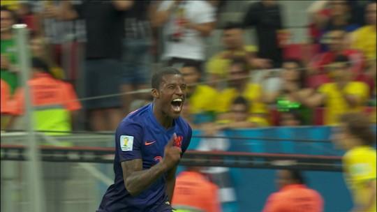 Fora da Copa, Wijnaldum lembra gol contra o Brasil e se divide entre Firmino e Jesus