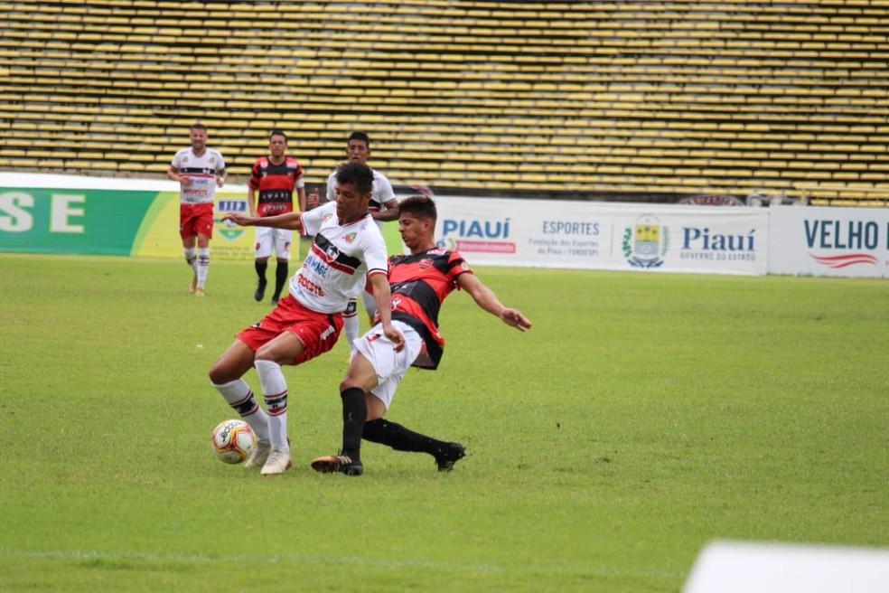 O River-PI perdeu para o Flamengo-PI no segundo clássico Rivengo do ano — Foto: Emanuele Madeira
