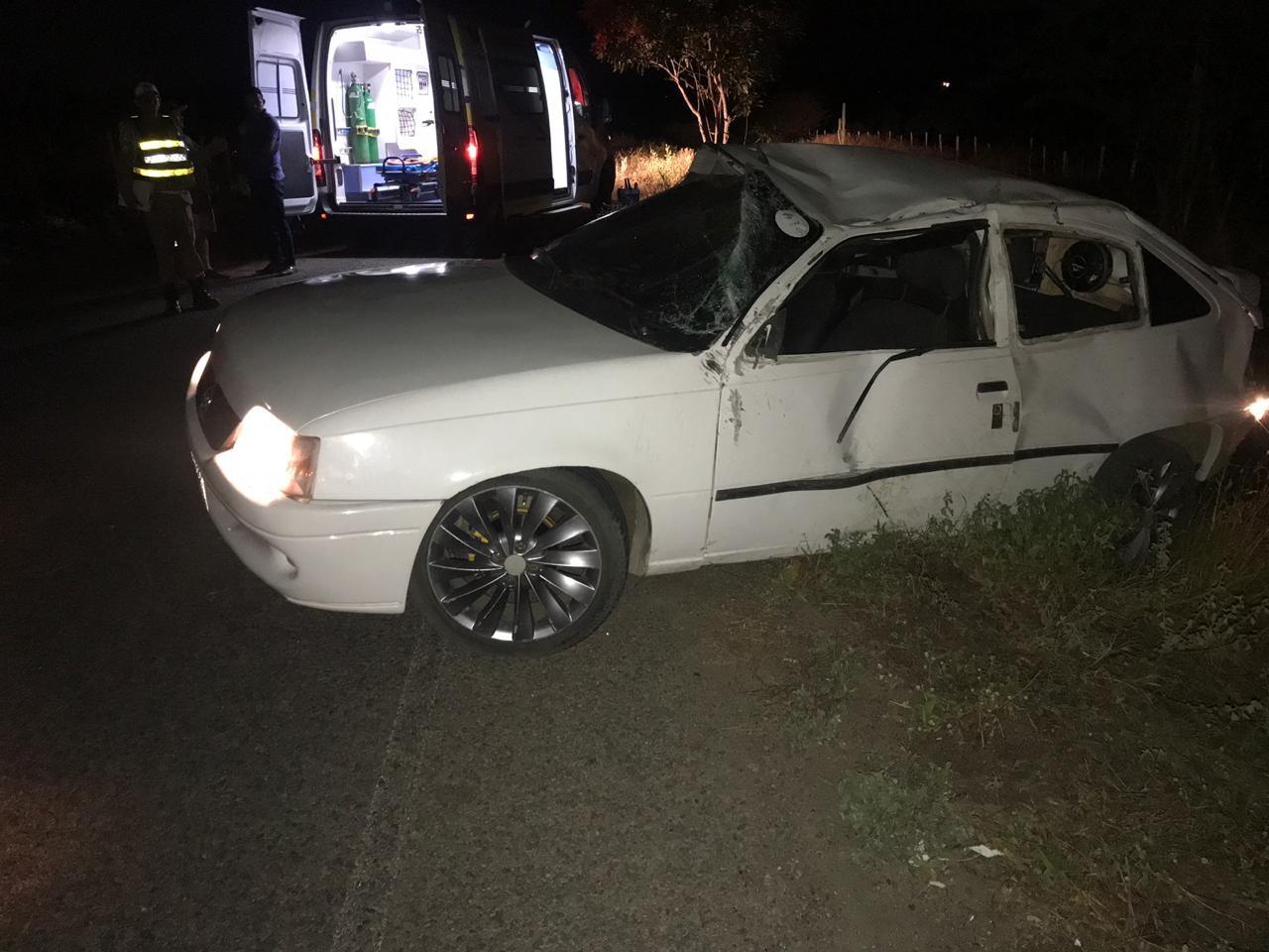 Homem morre e três pessoas ficam feridas em capotamento na AL-135 em São José da Tapera - Notícias - Plantão Diário