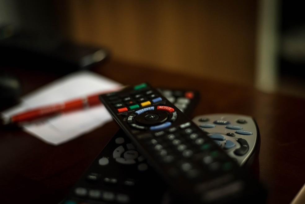 Controle remoto surgiu a partir da vontade de um homem de desativar o som de sua TV e mudar de canal durante os intervalos comerciais — Foto: Pixabay