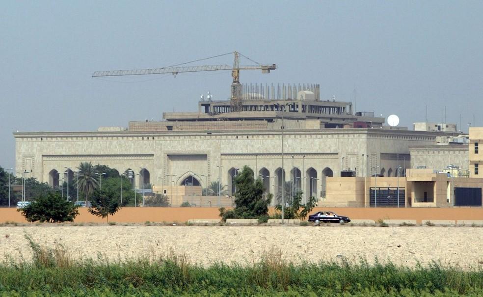 Imagem de 2007 do complexo da embaixada dos EUA no Iraque — Foto: Stringer/AFP