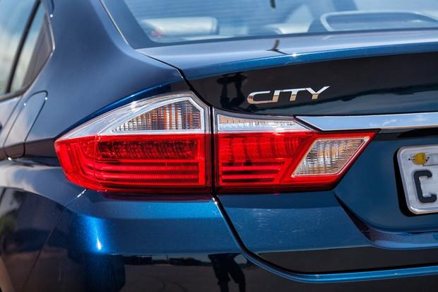 As lanternas do City renovado são totalmente de leds na versão (Foto: Leo Sposito/Autoesporte)