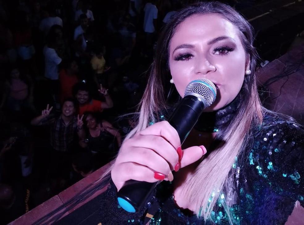Selfie tirada pela cantora Andreia Ribeiro momentos antes de passar mal — Foto: Divulgação