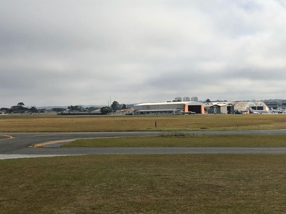 Até as 11h desta terça (29), dos 32 voos programados, 27 estavam no horário, um atrasado e quatro haviam sido cancelados (Foto: Amanda Menzes/RPC)