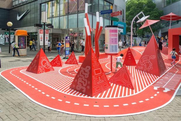 Shopping chinês ganha playground completamente vermelho (Foto: Amey Kandalgaonkar)