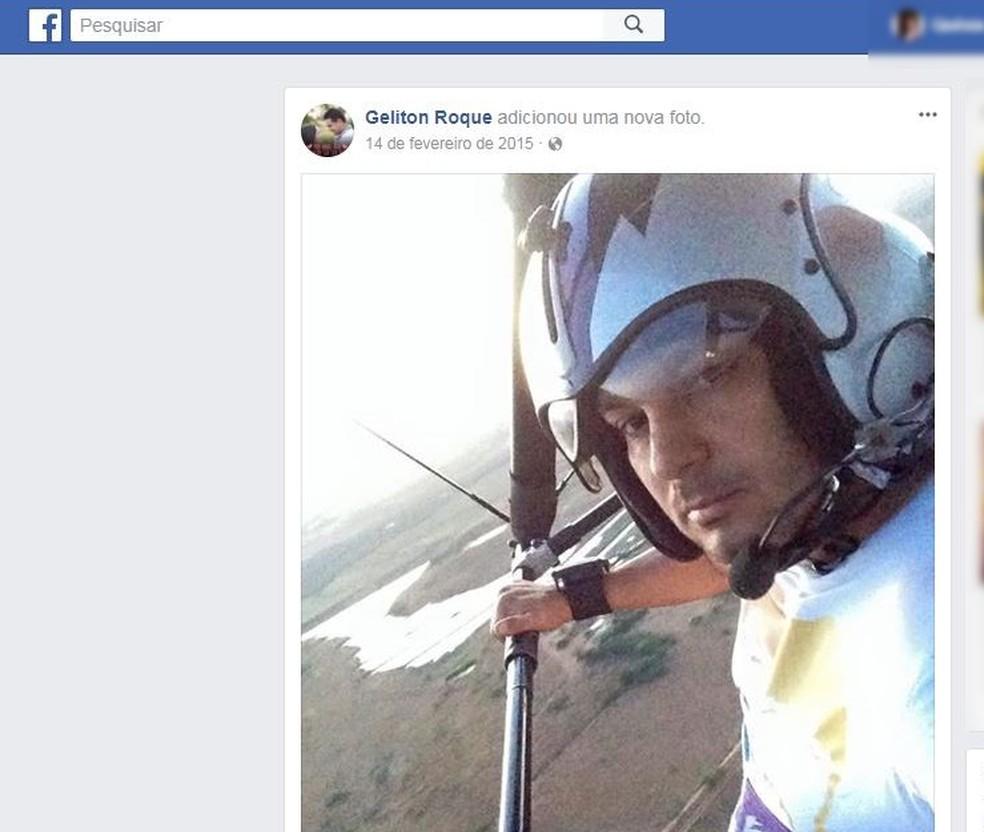 Geliton Bezerra Roque, 41 anos, morreu no local do acidente (Foto: Reprodução/Facebook)