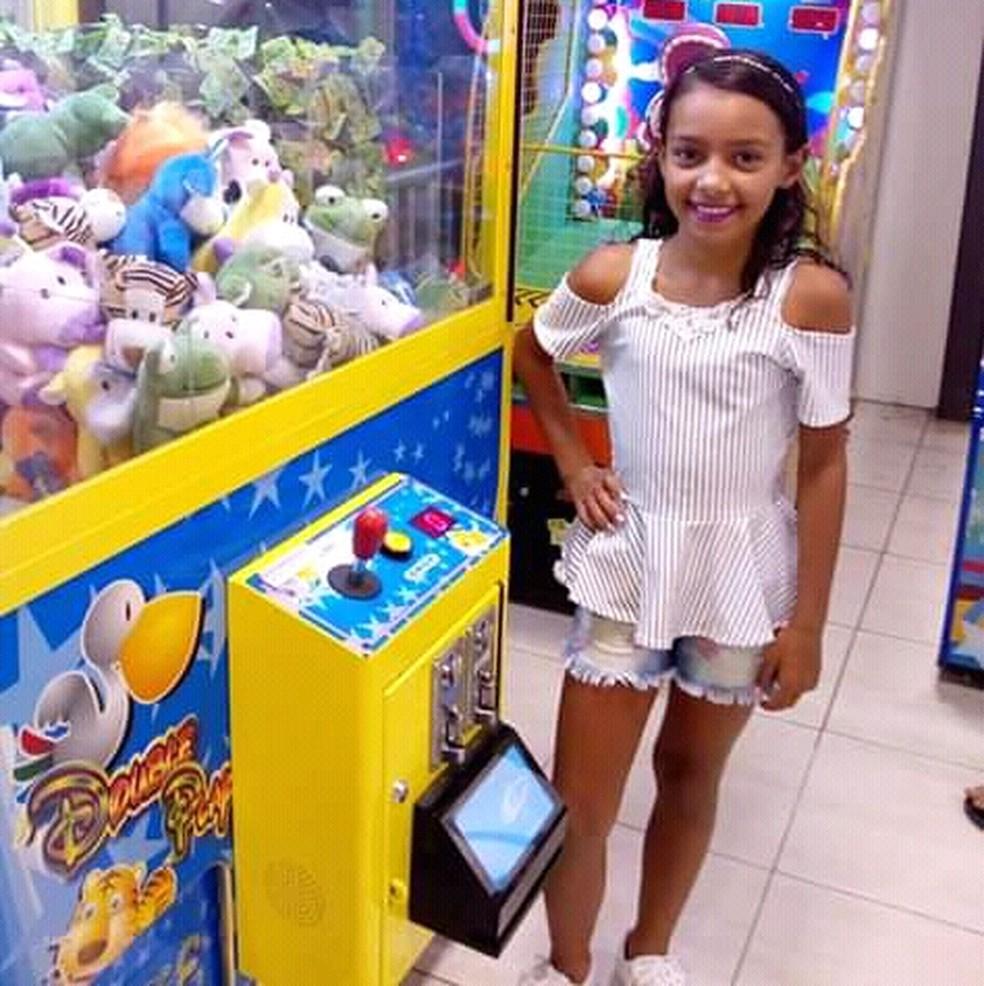 A Polícia Civil de PE tenta localizar Maria Irlaine Dantas da Silva, de 10 anos, que foi sequestrada pelo padrasto na segunda (10) — Foto: PCPE/Divulgação