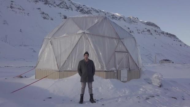 Americano Benjamin Vidmar lançou fazenda sustentável no gelo (Foto: BBC)