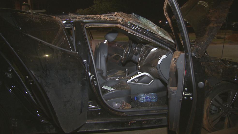 Interior do carro que capotou no final do Eixão Norte, em Brasília (Foto: Reprodução/TV Globo)