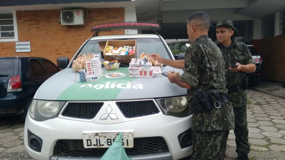 Remédios também foram apreendidos em Iguape, SP (Foto: Divulgação/Polícia Militar Ambiental)