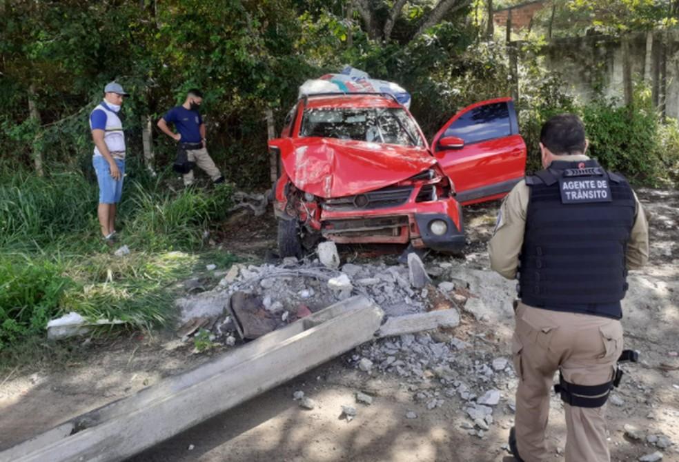 Carro derruba poste em acidente em Nossa Senhora do Socorro — Foto: SMTT/Nossa Senhora do Socorro