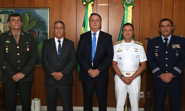 Bolsonaro e os comandantes das Forças Armadas