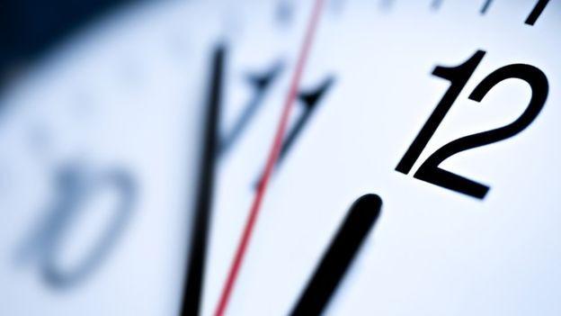 Trabalhar longas horas não quer dizer que você foi produtivo (Foto: ISTOCK via BBC News Brasil)