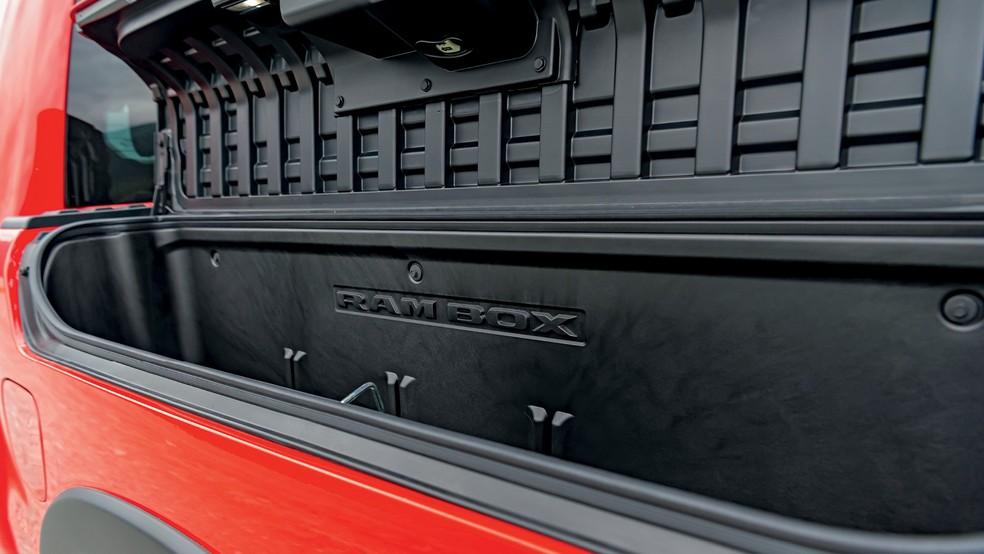 As caixas na caçamba funcionam como pequenos porta-malas e têm até uma tomada de 115V — Foto: Divulgação