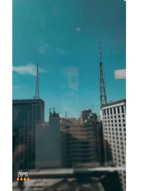Felipe Lombardi compartilhou foto de vista com prédios e antenas (Foto: Reprodução)