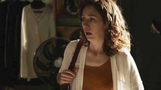 Gabriela se machuca e Maria Alice entra em pânico durante fuga