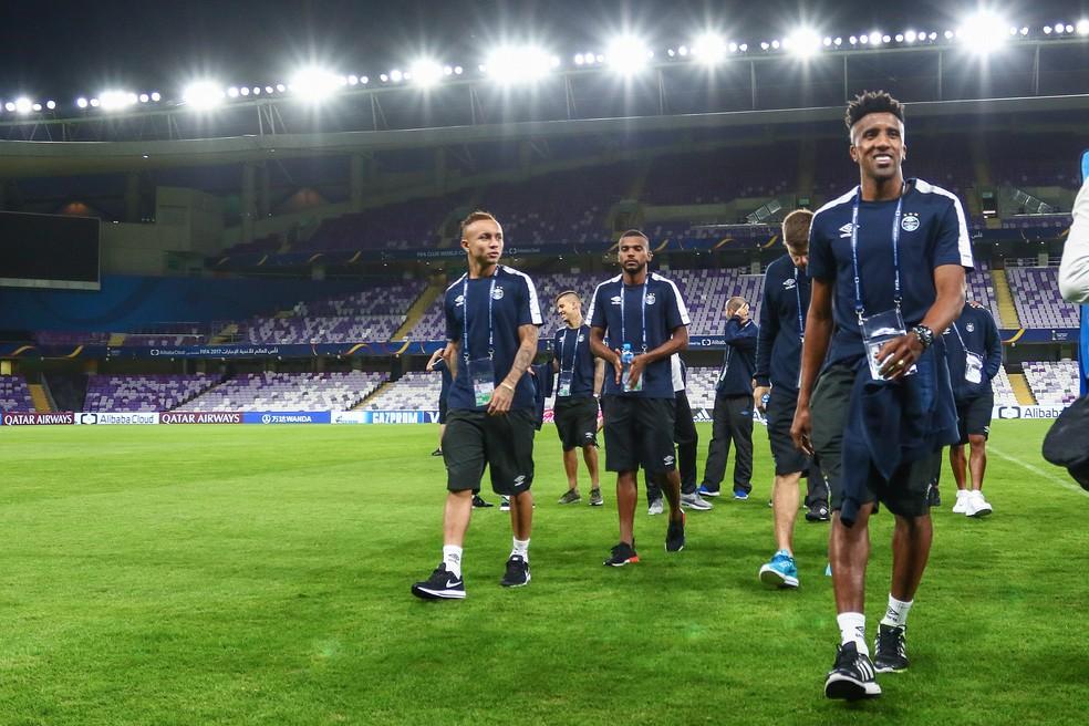 Bruno Cortez e Everton em treino do Grêmio nos Emirados Árabes (Foto: Lucas Uebel / Grêmio, DVG)