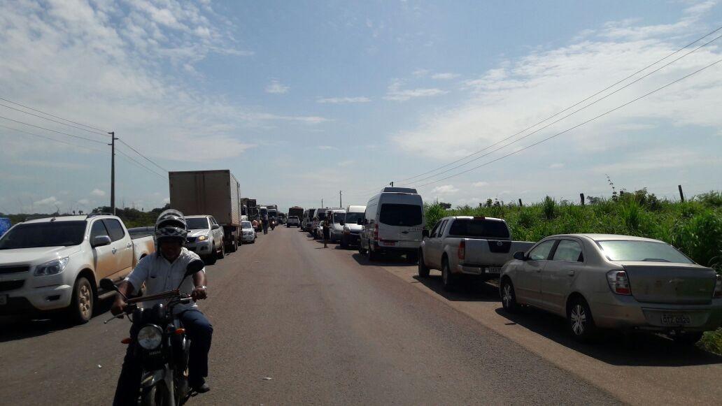 Manifestantes seguem com bloqueio na BR-158 em Santana do Araguaia
