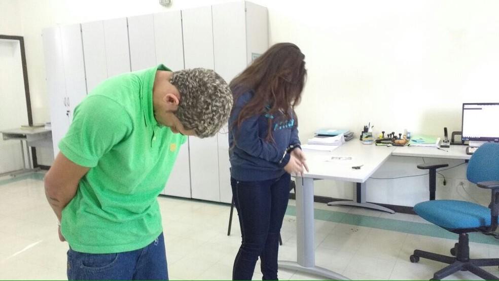 Bruna e os comparsas foram detidos e apresentados na Delegacia Seccional de Sorocaba (Foto: Carlos Dias/G1)