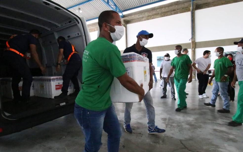 Vacina de Oxford chega na Bahia — Foto: Alberto Maraux