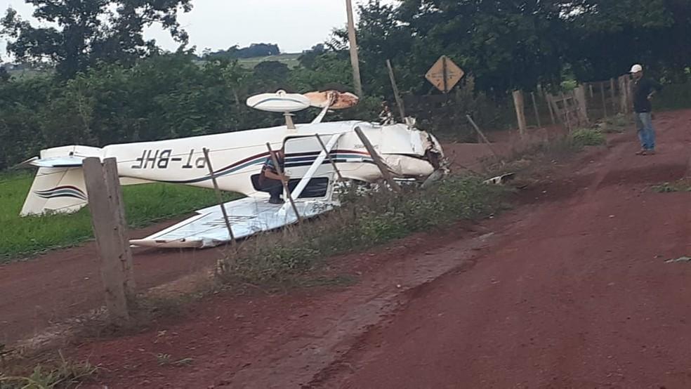 Avião caiu em uma zona rural de Rondonópolis (MT) — Foto: Murilon Rincon/TVCA